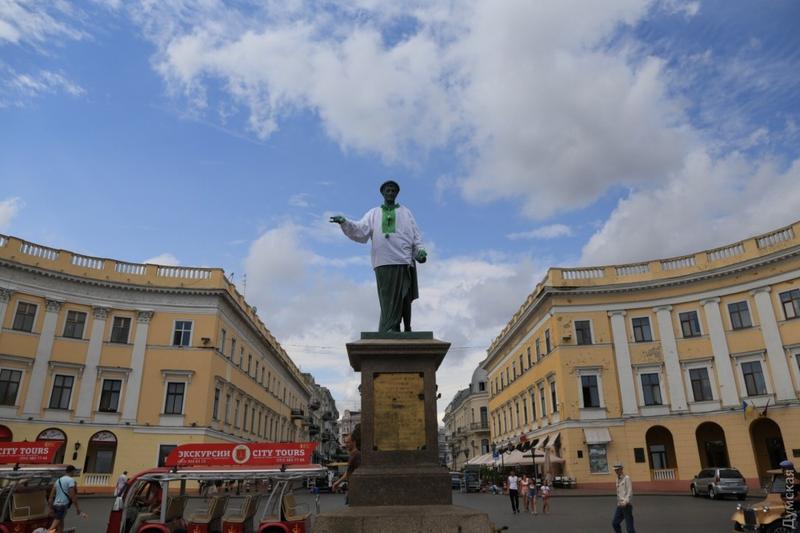 10. Armand Emmanuel du Plessism, duc de Richelieu diente nach der Französischen Revolution in der russischen Armee und wurde bald zum Stadtoberhaupt von Odessa ernannt. Mit seiner Regierungszeit ist die erste Blüte der damals noch jungen Stadt verbunden. Und heute wird seinem Denkmal an der berühmten Potjomkin-Treppe hin und wieder auch eine ukrainische Tracht übergestülpt.