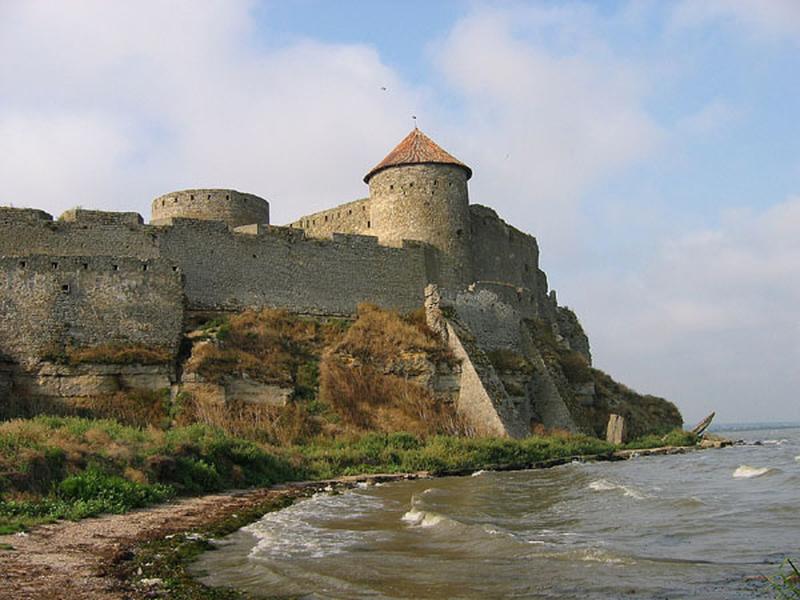 16. Wer das wusste, bekommt zum Start der Sommerschule ein Gratisbier von den Organisatoren! Gemeint ist die Festung Akkerman, unweit von Odessa gelegen und eine der größten bis heute erhaltenen mittelalterlichen Festungsanlagen Osteuropas.